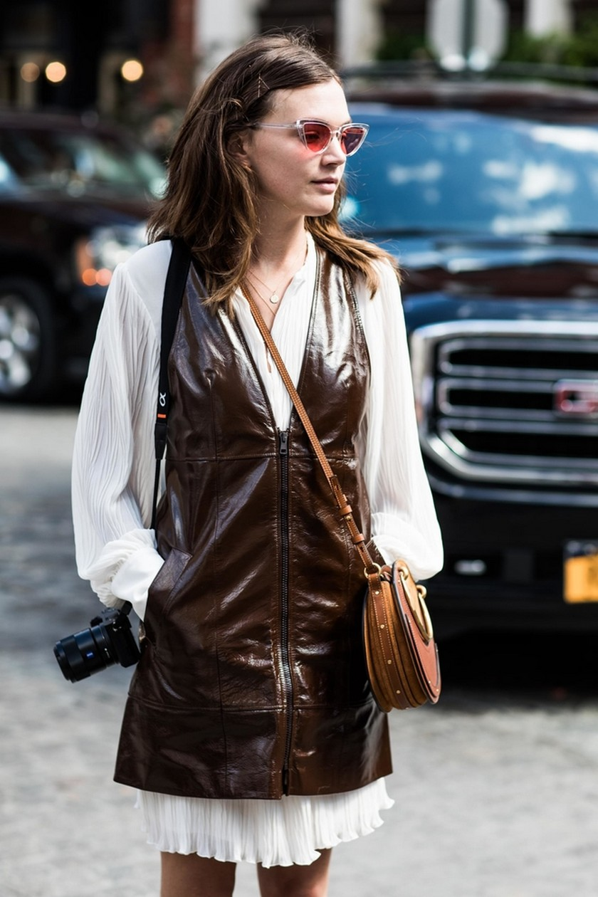 Fashion Trends - 10 Best Street Style Looks from NY Fashion Week - New York Fashion Week Spring/Summer 2018 - NYFW 2018 ➤ Discover the season's newest design news and inspiration ideas. Visit Daily Design News and subscribe our newsletter! #dailydesignnews #designnews #bestdesignevets #NYFW2018 #NewYorkFashionWeek2018 #NYFW #NewYorkFashionWeek