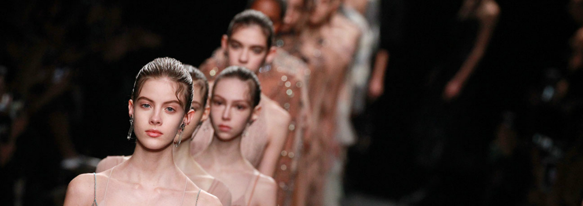 Fashion Trends - What To Look Out For This Paris Fashion Week Spring Season ➤ Discover the season's newest design news and inspiration ideas. Visit Daily Design News and subscribe our newsletter! #dailydesignnews #designnews #bestdesignevets #fashionnews #ParisFashionWeek2017 #ParisFashionWeek ParisFashionShow #PFW #PFW2017