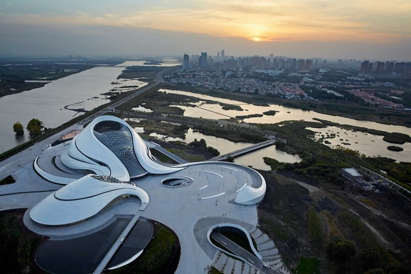 Explore the Sinuous Harbin Opera House Architecture by Studio MAD - Best Architecture Projects - Opera House architectural project ➤ Discover the season's newest design news and inspiration ideas. Visit Daily Design News and subscribe our newsletter! #dailydesignnews #StudioMAD #HarbinOperaHouse #ArchitectureProjects