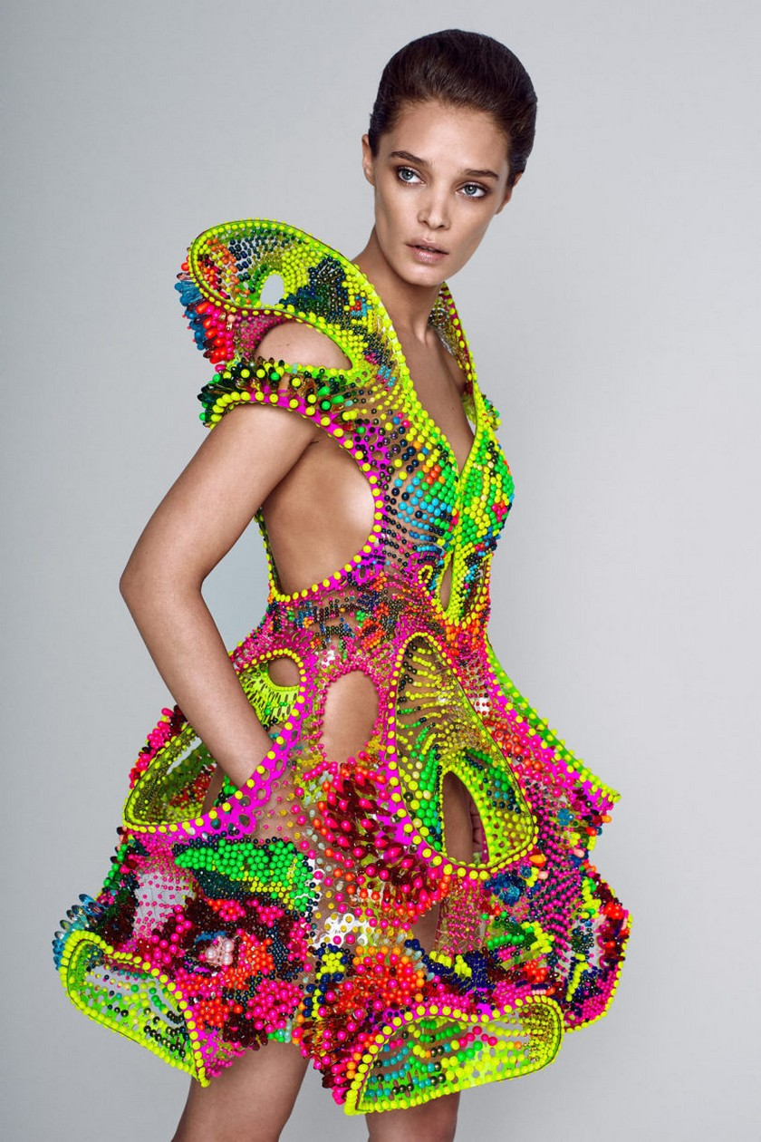 Meet Foræva - a Sculptural High-Tech Dress Made of Swarovski Crystals - Fashion Trends - Lana Dumitru - Vlad Tenu ➤ Discover the season's newest design news and inspiration ideas. Visit Daily Design News and subscribe our newsletter! #dailydesignnews #bestdesignevents #designevents #designnews #fashiontrends
