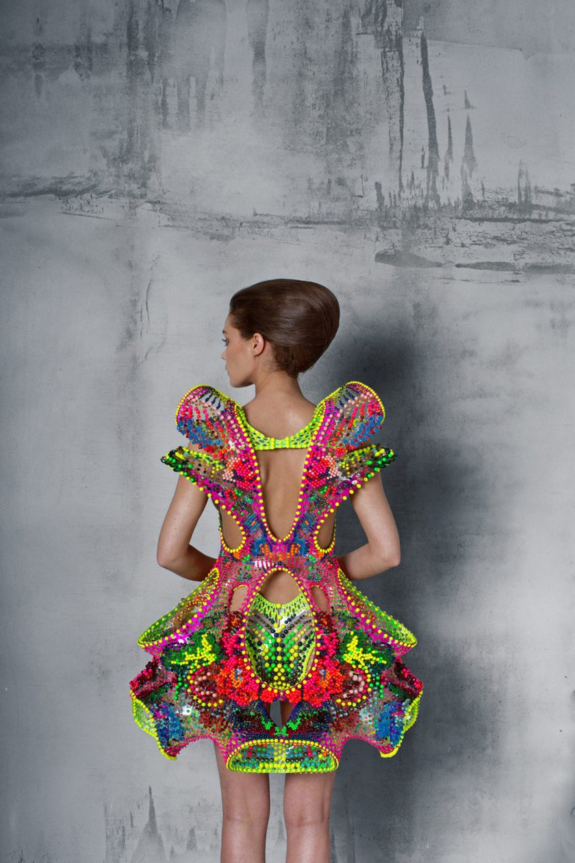 Meet Foræva - a Sculptural High-Tech Dress - Fashion Trends - Lana Dumitru - Vlad Tenu ➤ Discover the season's newest design news and inspiration ideas. Visit Daily Design News and subscribe our newsletter! #dailydesignnews #bestdesignevents #designevents #designnews #fashiontrends