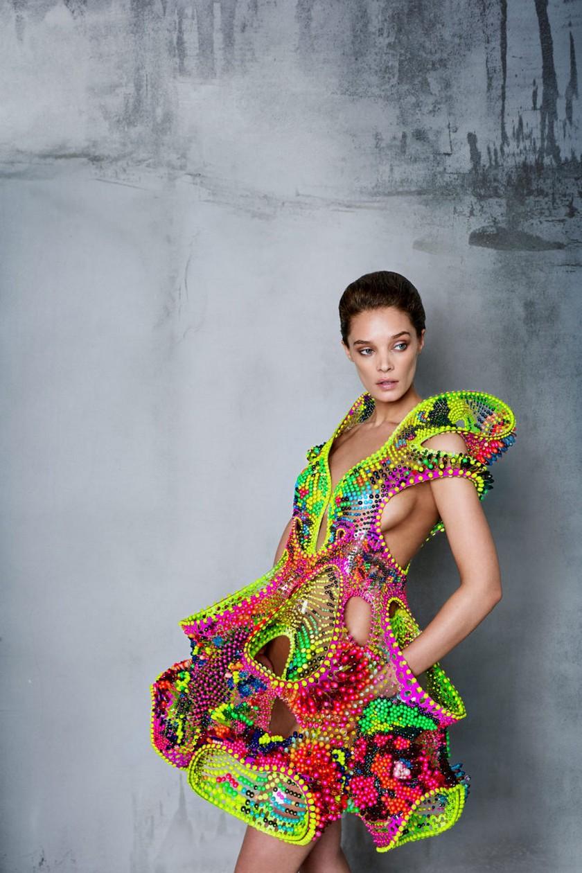 Meet Foræva - a Sculptural High-Tech Dress - Fashion Trends - Lana Dumitru - Vlad Tenu ➤ Discover the season's newest design news and inspiration ideas. Visit Daily Design News and subscribe our newsletter! #dailydesignnews #bestdesignevents #designevents #designnews #fashiontrends