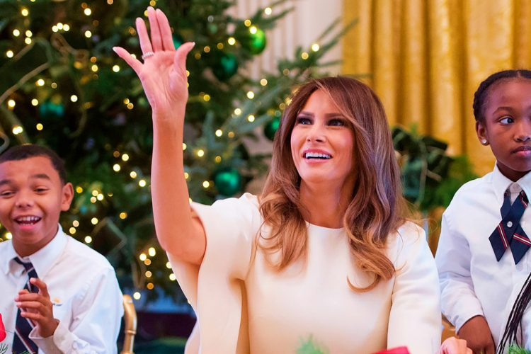 2017 White House Christmas Decorations in Pictures to Cheer Your Day - Christmas 2017 - White House Christmas Tours 2017 - Melania Trump ➤ Discover the season's newest design news and inspiration ideas. Visit Daily Design News and subscribe our newsletter! #dailydesignnews #designnews #WhiteHouse #ChristmasDecorations #MelaniaTrump #Christmas2017