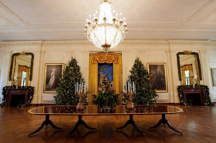 Christmas Decorations at the White House is Unveiled by Melania Trump - Christmas 2017 - White House Christmas Tours 2017 ➤ Discover the season's newest design news and inspiration ideas. Visit Daily Design News and subscribe our newsletter! #dailydesignnews #designnews #WhiteHouse #ChristmasDecorations #MelaniaTrump #Christmas2017