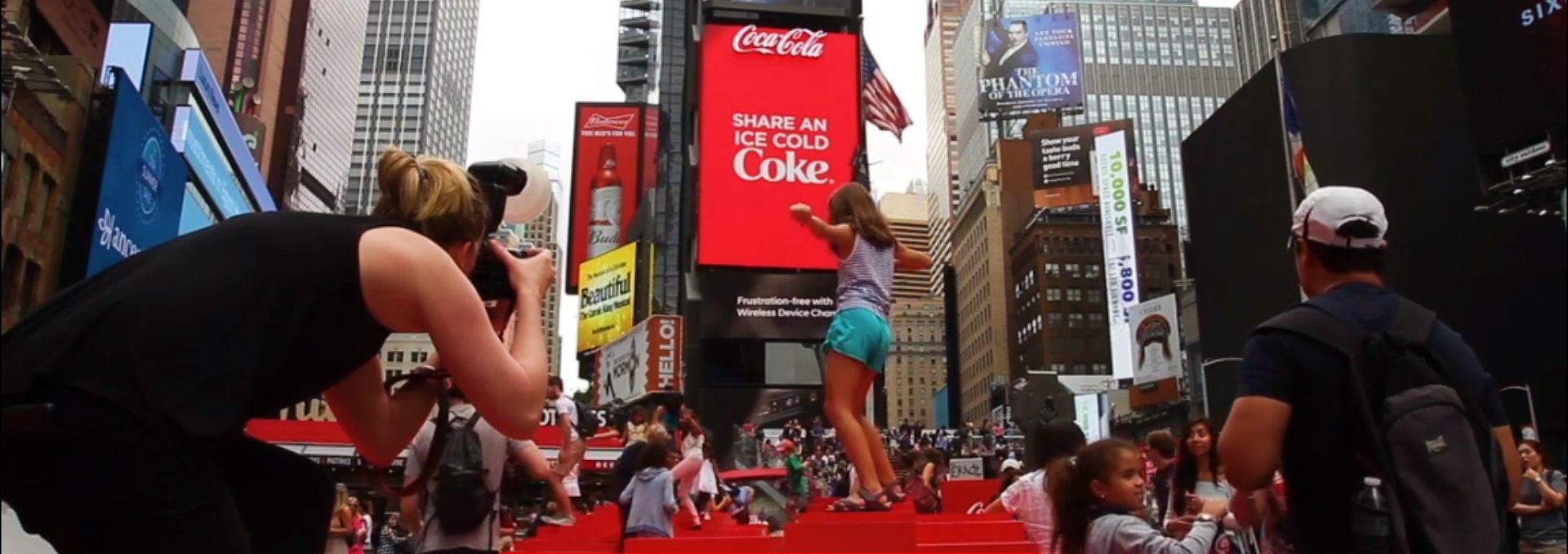 Coca-Cola 3D Robotic Billboard in Times Square Will Blow Your Mind ➤ Discover the season's newest design news and inspiration ideas. Visit Daily Design News and subscribe our newsletter! #dailydesignnews #designnews #CocaCola #DesignBuildIdeas