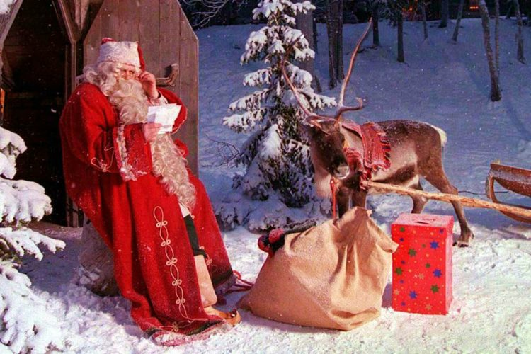 Discover How to Get the Best Christmas Ever in Lapland - Christmas Destinations - Christmas activities ideas - Christmas 2017 - Luxury Lifestyle - Christmas ideas - best Christmas tips - best holiday tips ➤ Discover the season's newest design news and inspiration ideas. Visit Daily Design News and subscribe our newsletter! #dailydesignnews #designnews #ChristmasDestinations #ChristmasActivities #ChristmasIdeas #Christmas2017 #LuxuryLifestyle #Christmas