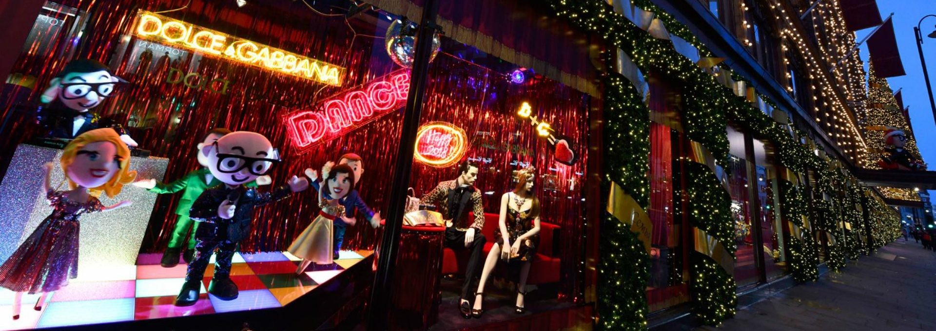 Dolce & Gabbana Takes Over Harrods Christmas Windows for 2017 - Christmas Windows 2017 - Christmas Window Displays ➤ Discover the season's newest design news and inspiration ideas. Visit Design Museum and subscribe our newsletter! #designmuseum #designevents #designnews #DolceGabbana #ChristmasWindows #ChristmasDecorations