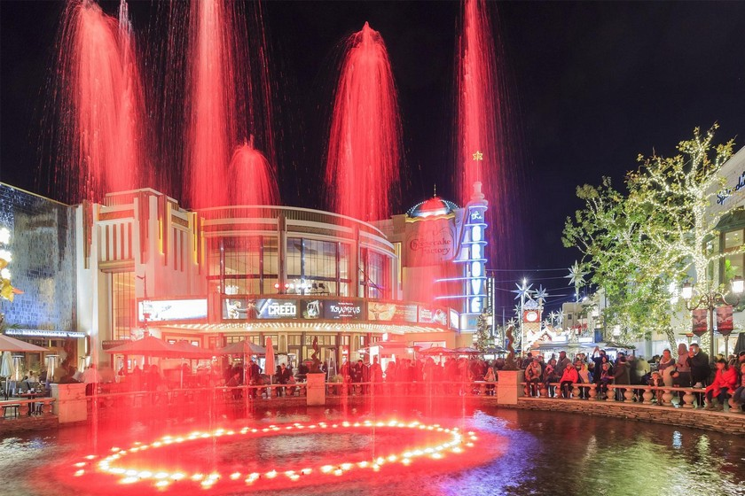 The 10 Best Malls in the World to Get the Real Festive Holiday Feeling - Christmas Destinations - Christmas activities ideas - Christmas 2017 - Luxury Lifestyle ➤ Discover the season's newest design news and inspiration ideas. Visit Daily Design News and subscribe our newsletter! #dailydesignnews #designnews #ChristmasDestinations #ChristmasActivities #ChristmasIdeas #Christmas2017 #LuxuryLifestyle #Christmas