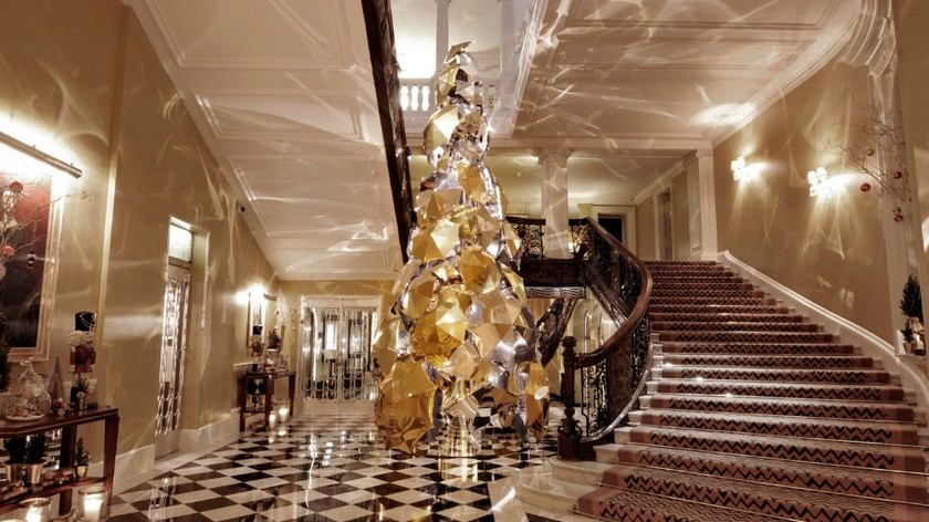 Take a Look at the Claridge's Christmas Trees Through The Years - Christmas 2017 - World's Famous Christmas Trees ➤ Discover the season's newest design news and inspiration ideas. Visit Daily Design News and subscribe our newsletter! #dailydesignnews #designnews #Claridge #ChristmasTrees #Christmas2017