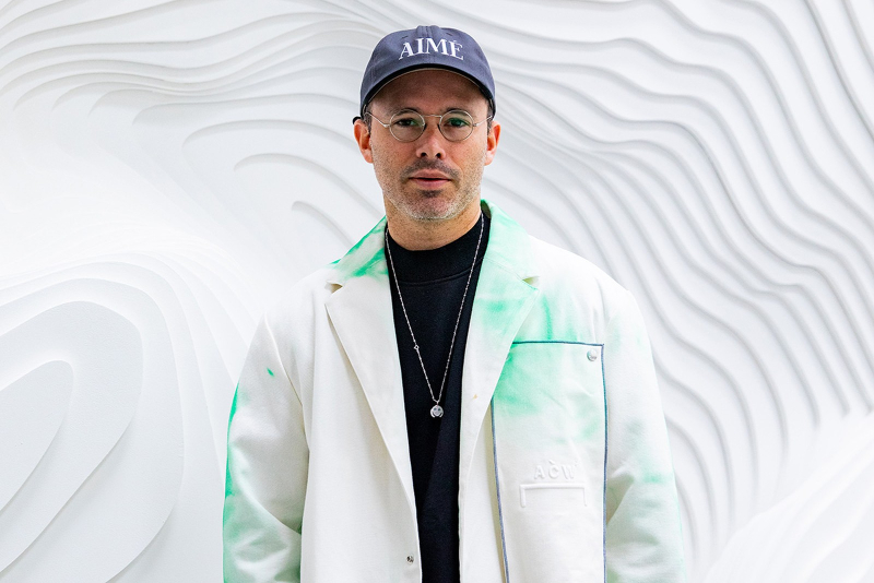 """Daniel Arsham Presents His First NFT Artwork - """"Eroding and Reforming Bust of Rome"""""""