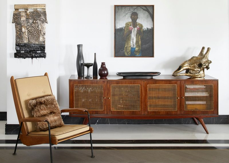 Step-Inside-a-Monaco-Duplex-That-Features-Art-Deco-Elements-and-Sweeping-Views-4-800x569